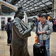 Bessie's Egg (whosoever2) Tags: england unitedkingdom uk gb greatbritain sony dscrx100m3 2017 railway railroad train march bessiebraddock mp liverpool limestreet statue traveller passenger man tommurphy