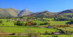 Pays Basque (FRANCOIS VEQUAUD) Tags: paysbasque 64 pyrénéesatlantiques landscape campagne prairies picdebéhorléguy automne village