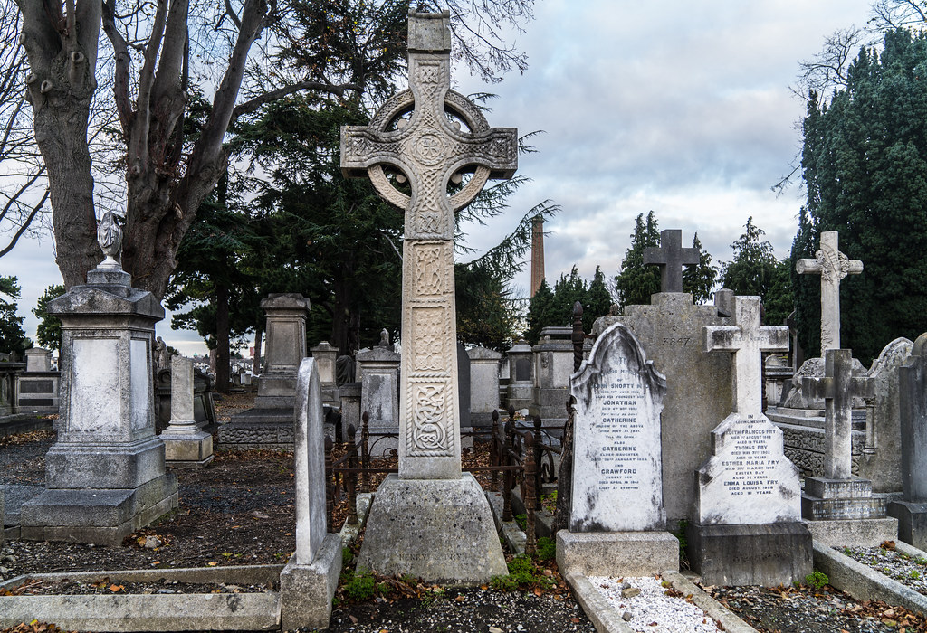MOUNT JEROME CEMETERY IS AN INTERESTING PLACE TO VISIT [IT CLOSES AT 4PM]-134297