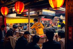 Omoide yokocho (Touristos) Tags: omoideyokocho gokiburiyokochôlaruelledescafards shôben yokochô la ruelle de pisse japon shinjuku tokyo izakaya kushiyaki ramen soba sushi yakiniku yakitori