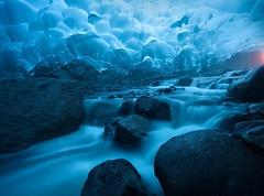 Mendenhall: una delle grotte più sorprendenti al mondo (Cudriec) Tags: alaska america americadelnord escursione escursioni escursionismo ghiacci ghiacciai ghiacciaio grotta grotte natura