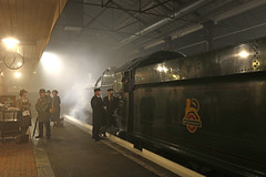 Timeline events (Andrew Edkins) Tags: 6000 kinggeorgev kingclass greatwestern gwr timelineevents photoshoot people railwayphotography travel trip reenactors steamtrain swindon wiltshire winter 2017 november light geotagged crew canon england uksteam night speedtothewest steammuseum