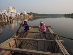 Boatmen on the holy river Yamuna (alainloss) Tags: india uttarpradesh bateshwar yamuna boatman