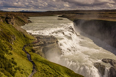 The Gullfoss waterfall in Iceland. (ost_jean) Tags: gullfoss waterfall waterval nikon d5200 tamron sp af 1750mm f28 xr di ii vc ld aspherical if b005n ostjean mist water people mensen clouds river