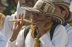 Joueur de caña de millo (Rosca75) Tags: carnaval carnavaldebarranquilla barranquilla colombia colombie people lifestylephotography streetphotography portrait portraiture boy men cañademillo music musician