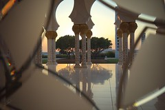 Praying at sunset (Jorgepevet) Tags: sheikhzayedgrandmosque praying sunset abu dhabi canon5dsr unitedarabemirates mosque mezquita fotografiademezquitas lamezquitadeabudabi