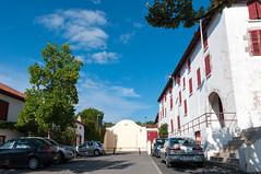BASTIDE CLAIRENCE-101 (MMARCZYK) Tags: rouge pays basque france nouvelleaquitaine pyrénéesatlantiques bastideclairence 64 architecture vernaculaire colombage bastide navarre