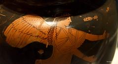 Atenea Nike ii (wsrmatre) Tags: greek grec griego antigüedad antiquité antiquity greece grèce grecia wsrmatre ericlopezcontini wsrmatrephotography museum museo musée caixaforum ceramics cerámica potterie earthenware art arte