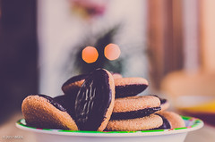 Help Yourself!! (BGDL) Tags: lightroomcc nikond7000 bgdl niftyfifty afsnikkor50mm118g kitchen jaffacakes biscuits 7daysofshooting week23 naughtybutnice focusfriday