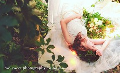 自然,就是最看不膩的風格!  最近開始發掘工作室附近的美麗景點,享受輕快的拍攝步調,簡單的地方也可以拍出屬於你的味道....  Makeup: We-Sweet Style 彩妝造型 | Claire Peng Dress: Golden Willow 手工經典婚紗 Model: 黃美玉  喜恩影像創意空間 | We-Sweet Photography #森林系 #輕柔 #自然系婚紗 #輕寫真 #哥也會拍  自助婚紗檔期預約: http://chrishuang.tw/ppl1507 婚禮紀錄檔期預約: (xienhuang) Tags: instagramapp square squareformat iphoneography uploaded:by=instagram clarendon