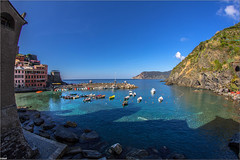 Vernazza Paradise (Steff Photographie) Tags: cinqueterre vernazza colors beautiful art landscape place boats harbor harbour bay cove italy