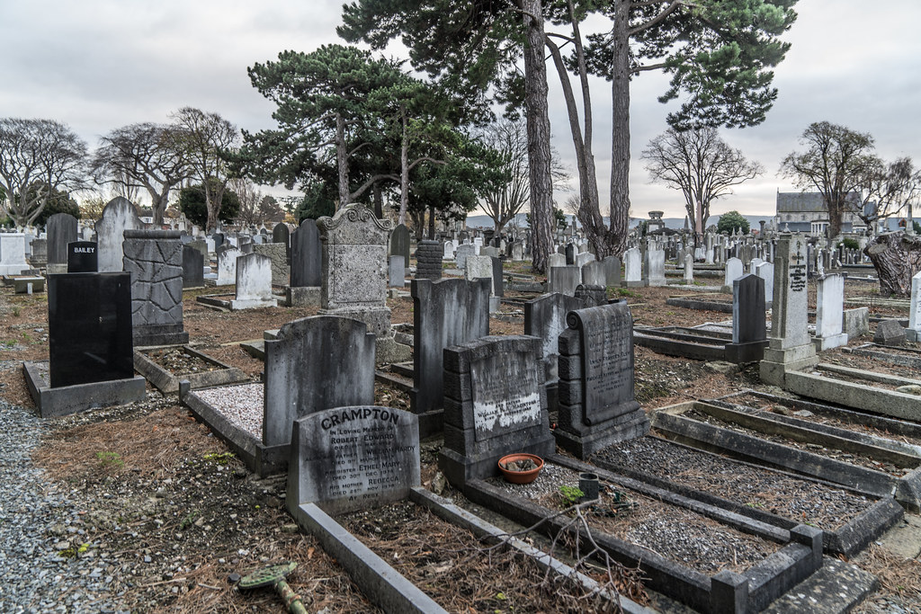MOUNT JEROME CEMETERY IS AN INTERESTING PLACE TO VISIT [IT CLOSES AT 4PM]-134339