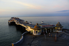 D17511.  Cromer Pier, North Norfolk. (Ron Fisher) Tags: cromer norfolk northnorfolk eastanglia england gb greatbritain uk unitedkingdom europe sony sonyrx100iii sonyrx100m3 pier sea water waser ocean coast evening