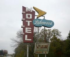 Lakewood Motel (Joanna Key) Tags: neon sign oldsign oldmotel lakewoodmotel usroute50 salem il motelsign illinois old lakewood route 50