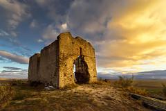 EL CERRO DE LAS TUMBAS (Fernando Guerra Velasco) Tags: ermita cerro san isidro segovia sunset atardecer nubes clouds