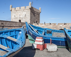 * (Cees Willems) Tags: essaouira morocco maroc marokko harbour fishing fisher portugese colony fortress ancient old ocean sea atlantic coast rock boat whitewashed blue color colour people travel traveling travelphotography ceeswillems 35l 5dm2