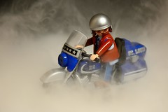 Quemando rueda. Burning wheel (.Guillermo.) Tags: playmovil moto bike motorbike juguetes toy toys smoke humo