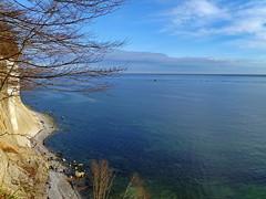 Steilküste (Wunderlich, Olga) Tags: kreide sand steine ostsee schiff natur bäume wald felsen kreidefelsen sassnitz rügen insel