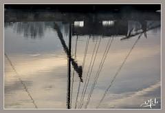 Petit matin d'automne en bord de Loire / Autumn early morning on the banks of the Loire- Luynes (christian_lemale) Tags: loire rivière river fleuve eau water bateau boat matin morning lever soleil sunrising touraine luynes france nikon d7100 ciel sky reflets reflections