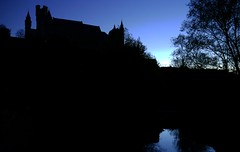 Alcázar de Segovia 2 (alfonsocarlospalencia) Tags: alcázar segovia contraluz anochecer azul negro españa castillo infancia siluetas fantasmagoría clamores río agua torres almenas árboles reflejos paisaje nocturno otoño contraplano foso misterio