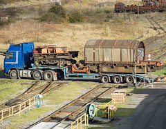 BIA 910076 & 910078_B020201-2 (Jonathan Irwin Photography) Tags: bia 910076 910078 old rolling stock ews cut up back lorry scrapped tees yard freight trains depot