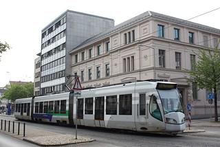 Regio-Tram Kassel: Wagen 710 als RT 5 vor dem Stadtmuseum Kassel an der Haltestelle Wilhelmsstraße