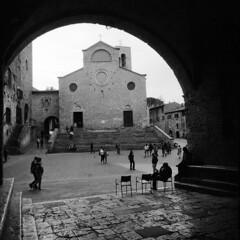 San Giminiano - Tuscany - March 2017 (cava961) Tags: toscana tuscany sangiminiano monochrome monocromo analogue analogico bianconero bw 6x6
