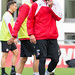 Claudio Pizarro lacht beim Training