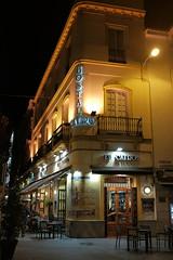 100T6009 (Enrique Romero G) Tags: sevilla hostal restaurante cairo noche night nocturna fujix100t fuji x100t