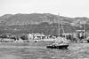 Legando a puerto (nayosoval) Tags: sergio naya nayoso nayosoval byn bw blancoynegro bn barca puerto olympus em1 mzuiko 25mm paisaje mar barco valencia denia españa