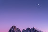Mond und Berge (Chris Buhr) Tags: dolomiten seiser alm landschaft natur berg mond lila sonnenuntergang sunset leica noctilux landscape alpen chris buhr