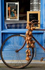 Le vélo des Johnnies. Roscoff (jjcordier) Tags: bretagne oignons bleu roscoff roue