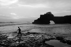 (cherco) Tags: solitario solitary silhouette silueta shadow sombra ball sea mar acantilado cliff beach playa sky composition cielo horizon man nature naturaleza sunset walk lonely solitaria wave ola blancoynegro blackandwhite composicion canon 5d