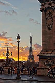 Coucher de soleil sur la Tour Eiffel vu du pont Alexandre III