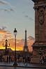 Coucher de soleil sur la Tour Eiffel vu du pont Alexandre III (Edgard.V) Tags: paris parigi tour eiffel tower torre pont bridge ponte sunset por de sol crépuscule crepuscule heure bleue blue hour ciel ceu cielo sky