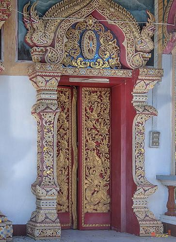 Wat Buppharam Phra Wihan Right Side Doors (DTHCM1577) วัดบุปผาราม ประตูด้านขวา พระวิหาร
