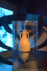 Chicago, IL - Grant Park - Field Museum - Ancient Mediterranean Cultures in Contact - Egyptian Amphora (jrozwado) Tags: northamerica usa illinois chicago museum fieldmuseum naturalhistory grantpark amphora egyptian