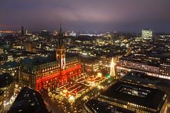 Rotes Rathaus in Hamburg (Lilongwe2007) Tags: hamburg deutschland hauptkirche petri aussichtspunkt weihnachtsmarkt weihnachten rathaus illumination