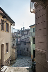 Sun in an alley of Varzi - Oltrepò pavese - province of Pavia - Lombardy - Italy (PascalBo) Tags: nikon d500 europe italia italie italy lombardy lombardia lombardie pavia pavie varzi building architecture outdoor outdoors facade oltrepòpavese street rue alley sun soleil pascalboegli