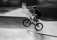 (bluechromis1) Tags: canonrebelg ferraniap30 kodakd76 film blur whoresskate board park jump panningshot motion speed flight stunt mountainbike streak zoom boy analog analogue blackandwhite selfdeveloped bicycle bmx motionblur