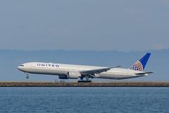 N2138U | United Airlines | Boeing 777-322(ER) (Boris Samoylenko / Avia) Tags: ksfo sfo planespotting spotting avia aviation plane aircraft landing jet jetliner sanfrancisco nikon nikond5200 boeing b777 boeing777 n2138u unitedairlines boeing777300er boeing777300 b773