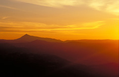 Sonnenuntergang im Gebirge Sardiniens (Miwedi) Tags: sardinien abendstimmung sonnenuntergang gebirge abendhimmel italien 1988 sardegna tramontodelsole analog diapositivfilm