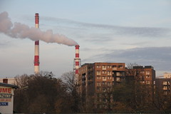 Modern blocks by heating plant , Wrocław 16.11.2017 (szogun000) Tags: wrocław poland polska city cityscape building architecture modern brick residental trees smokestacks heatingplant urban dolnośląskie dolnyśląsk lowersilesia canon canoneos550d canonefs18135mmf3556is