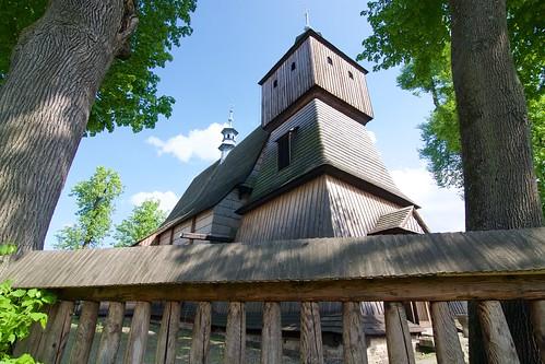 Teren kościoła Wszystkich Świętych w Bliznem od północnego zachodu