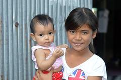 pretty girl and baby (the foreign photographer - ฝรั่งถ่) Tags: pretty preteen girl baby khlong bang bua portraits bangkhen bangkok thailand nikon d3200