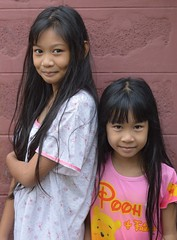 pretty sisters (the foreign photographer - ฝรั่งถ่) Tags: pretty preteen sisters two khlong bang bua portraits bangkhen bangkok thailand nikon d4300