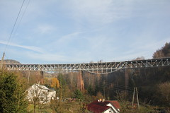 Station viaduct , Ludwikowice Kłodzkie train station 04.11.2017 (szogun000) Tags: ludwikowicekłodzkie poland polska railroad railway rail pkp station tracks structure viaduct bridge steel building architecture houses village d29286 dolnośląskie dolnyśląsk lowersilesia canon canoneos550d canonefs18135mmf3556is