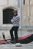 2013.05.23.027 VENISE - Sestiere di Cannaregio - Campo di Santa Maria Nova, gondolier (alainmichot93 (Bonjour à tous - Hello everyone)) Tags: 2013 italie italia vénétie venise venezzia sestieredicannaregio architecture via rue street rio canal eau gondolier