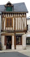 Meung-sur-Loire (45) (odile.cognard.guinot) Tags: centrevaldeloire loiret pâtisserie placedumartroi meungsurloire maisonàcolombages