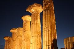 Tempio di Ercole (Letizia Misino) Tags: templi tempio valle agrigento sicilia sicily italia italy archeologia scavi greci colonne capitelli luci architecture